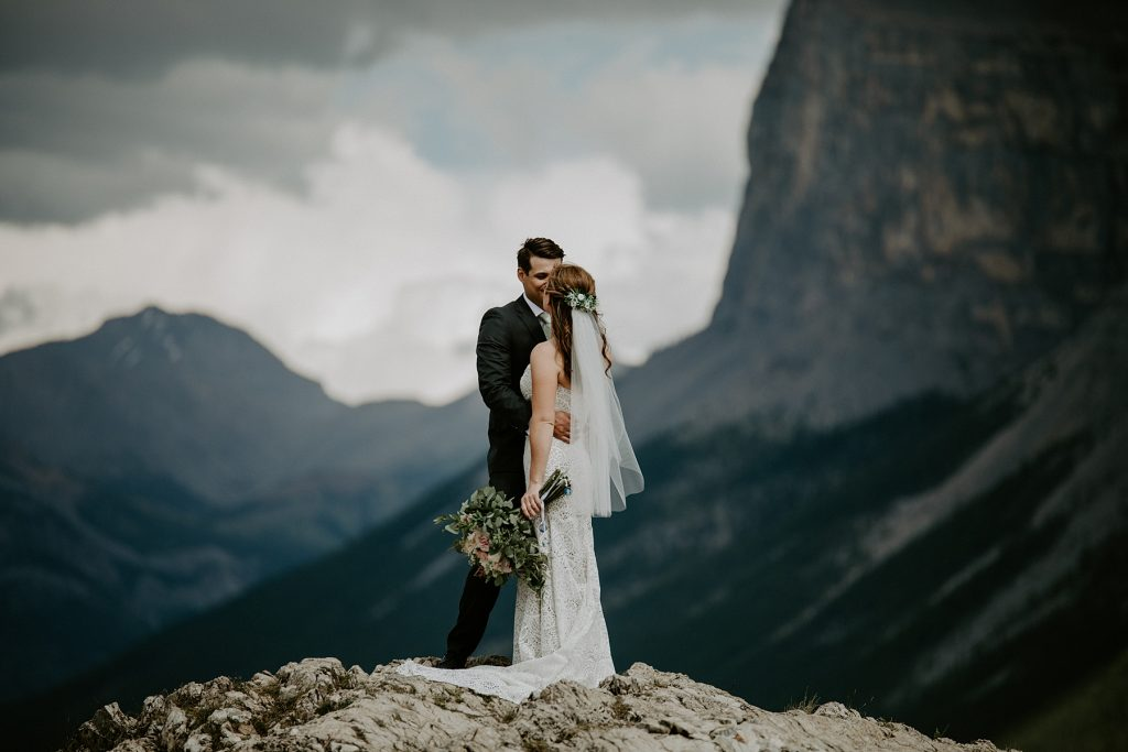 Lake minnewanka wedding photos